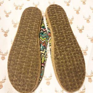 Sanuk Shoes - Sanuk zig zag slip-on!